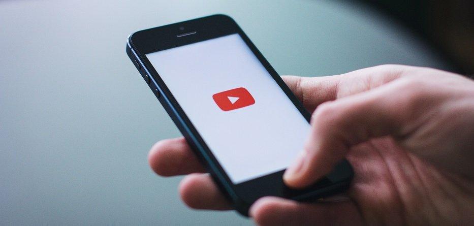 Perché gli youtuber amatoriali e senza soldi hanno tanto successo?